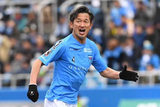 Tiền đạo Miura đi vào lịch sử bóng đá thế giới - 1