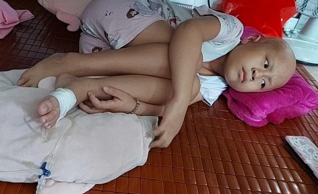 Xót thương bé gái xinh xắn 6 năm trời lấy viện làm nhà vì bệnh hiểm nghèo - 1