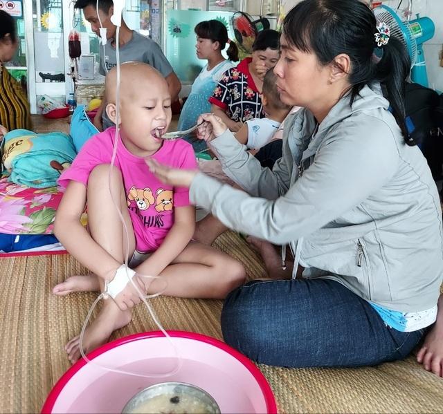 Xót thương bé gái xinh xắn 6 năm trời lấy viện làm nhà vì bệnh hiểm nghèo - 10