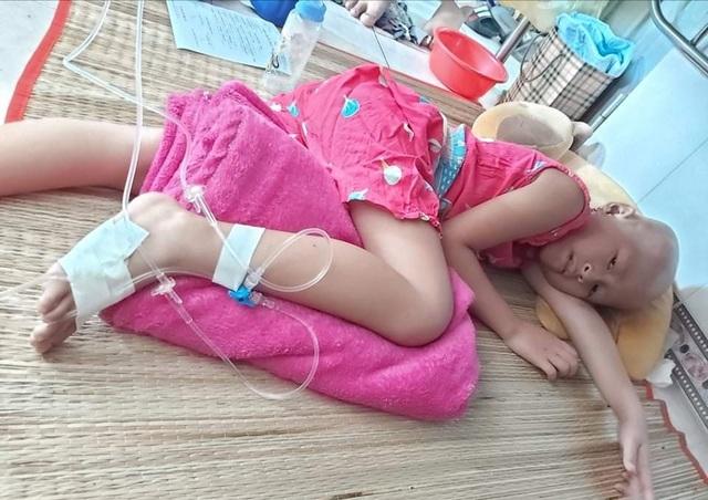 Xót thương bé gái xinh xắn 6 năm trời lấy viện làm nhà vì bệnh hiểm nghèo - 11