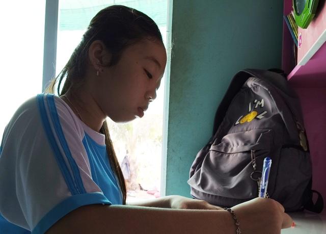 """Thương cô gái lớp 7 nguy cơ tắt"""" tiếng nói vì gia cảnh quá nghèo - 5"""