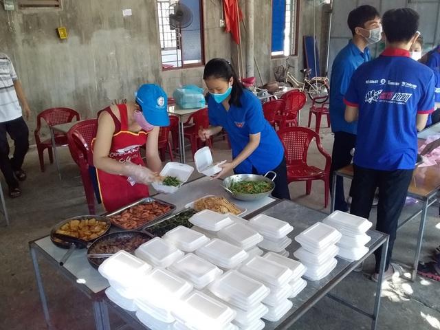 Trường học miền núi chuẩn bị bữa sáng, suất ăn trưa phục vụ thí sinh - 5