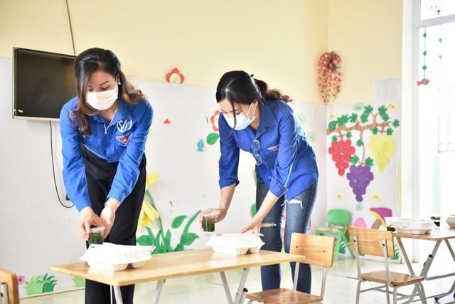 Thầy cô vùng cao nấu cơm phục vụ thí sinh thi tốt nghiệp THPT - 4