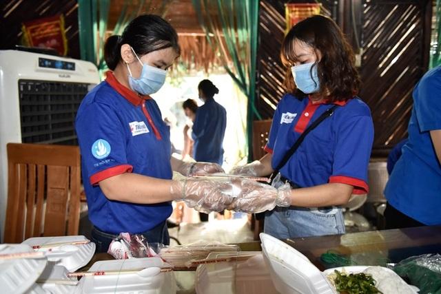 Thầy cô vùng cao nấu cơm phục vụ thí sinh thi tốt nghiệp THPT - 3