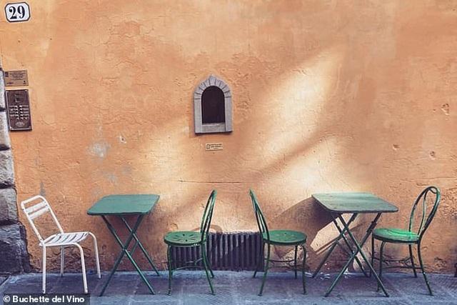 """Những cửa sổ nhỏ """"vừa bán hàng, vừa chống dịch"""" niên đại… 400 năm tuổi - 4"""