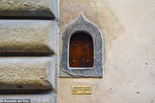 """Những cửa sổ nhỏ """"vừa bán hàng, vừa chống dịch"""" niên đại… 400 năm tuổi - 3"""