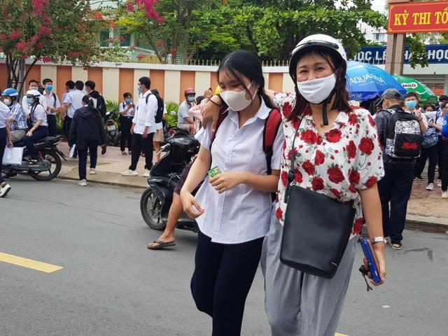 Khánh Hòa: 14 thí sinh phải chuyển sang thi đợt 2 vì liên quan dịch tễ - 1