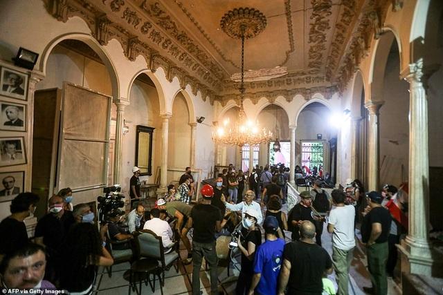 Li Băng: Biển người giận dữ biểu tình, chiếm hàng loạt trụ sở các bộ - 8