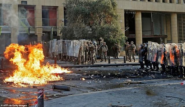 Li Băng: Biển người giận dữ biểu tình, chiếm hàng loạt trụ sở các bộ - 6