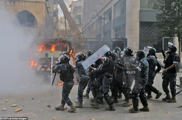Li Băng: Biển người giận dữ biểu tình, chiếm hàng loạt trụ sở các bộ - 4
