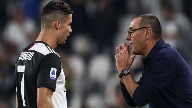 C.Ronaldo giật dây, khiến HLV Sarri bị sa thải? - 1
