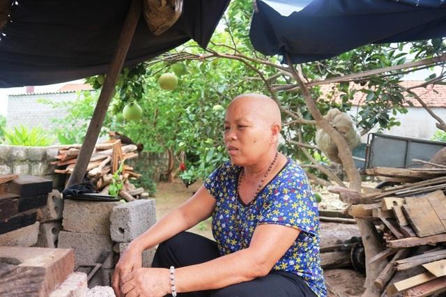 Nhói lòng hoàn cảnh éo le của cô gái u máu, suốt 8 năm chăm mẹ ung thư - 3