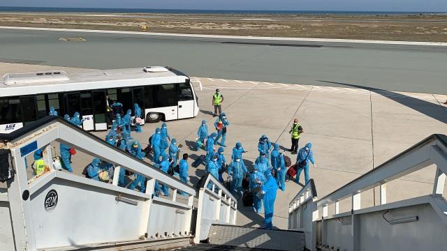 """Chuyến bay đầu tiên """"giải cứu"""" người Việt ở đảo quốc Cyprus - 1"""