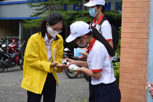 Dược Hậu Giang tài trợ máy rửa tay kháng khuẩn tự động giúp người dân phòng dịch - 3