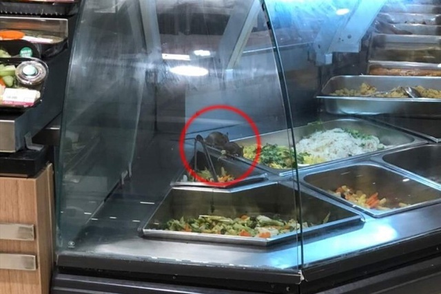 Có chuột bò trên quầy thức ăn, Aeon Việt Nam xin lỗi khách hàng - 1