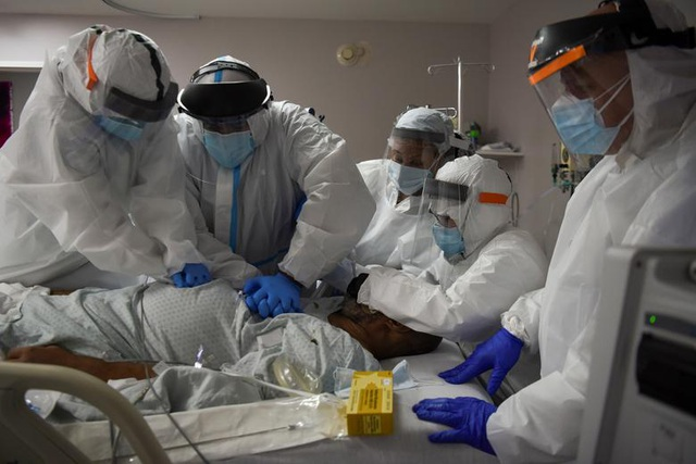 Mỹ vượt 5 triệu ca mắc Covid-19, hơn 160.000 người tử vong - 1