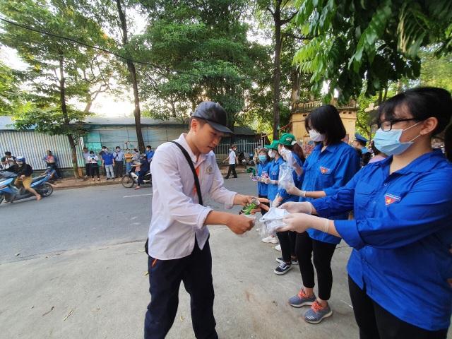 Tình nguyện viên Thủ đô hăng hái tiếp sức mùa thi năm 2020 - 5