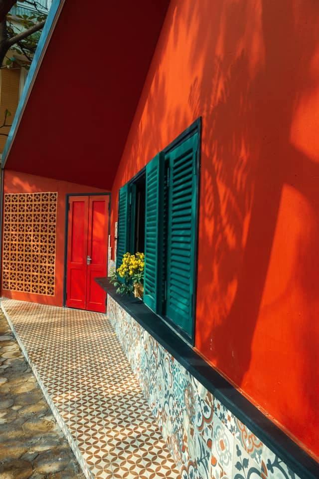 """Ngôi nhà hình hộp thư """"xanh vỏ đỏ lòng"""" đậm kiến trúc Việt xưa ở Hà Nội - 3"""