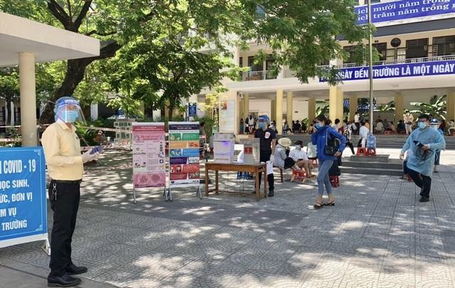 Đà Nẵng: Du khách muốn về TP HCM đã được lấy mẫu xét nghiệm SARS-CoV-2 - 1