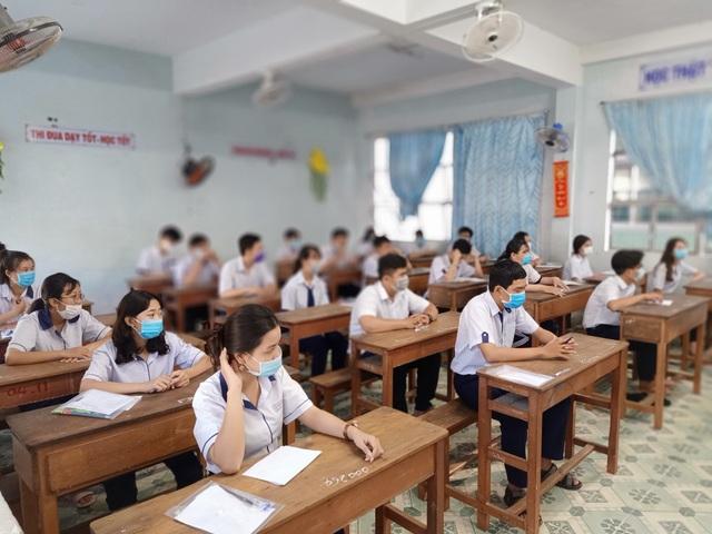 Bí thư Bạc Liêu trực tiếp đi kiểm tra phòng thi tốt nghiệp THPT - 5