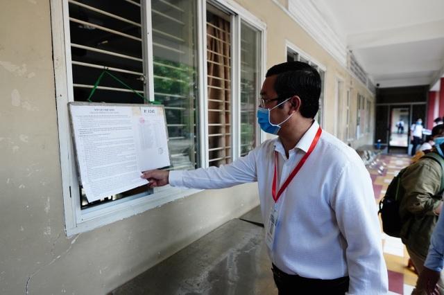 Thứ trưởng Bộ GDĐT Nguyễn Văn Phúc kiểm tra thi, động viên thí sinh TPHCM - 4
