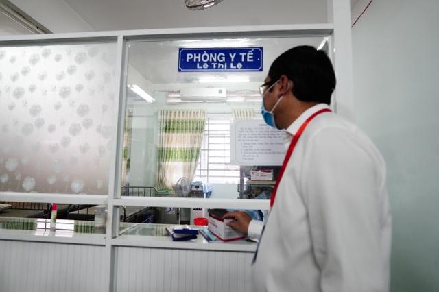 Thứ trưởng Bộ GDĐT Nguyễn Văn Phúc kiểm tra thi, động viên thí sinh TPHCM - 5