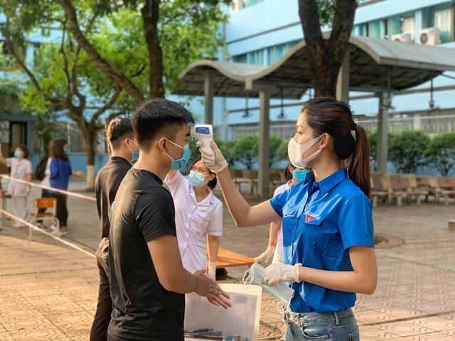 Tình nguyện viên Thủ đô hăng hái tiếp sức mùa thi năm 2020 - 1