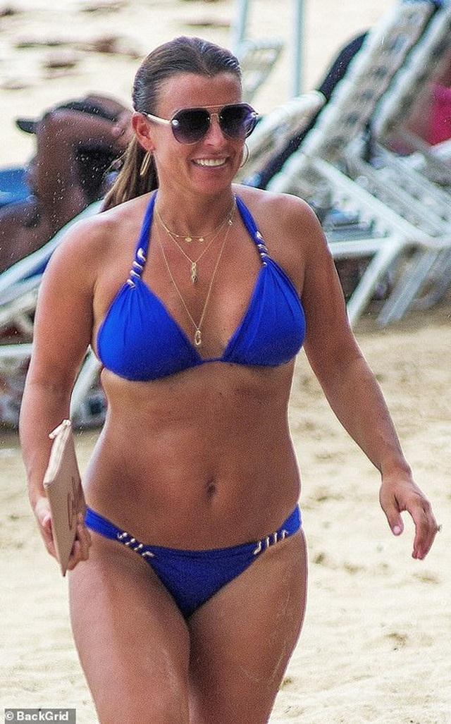 Coleen Rooney diện bikini khoe dáng tròn trịa - 1