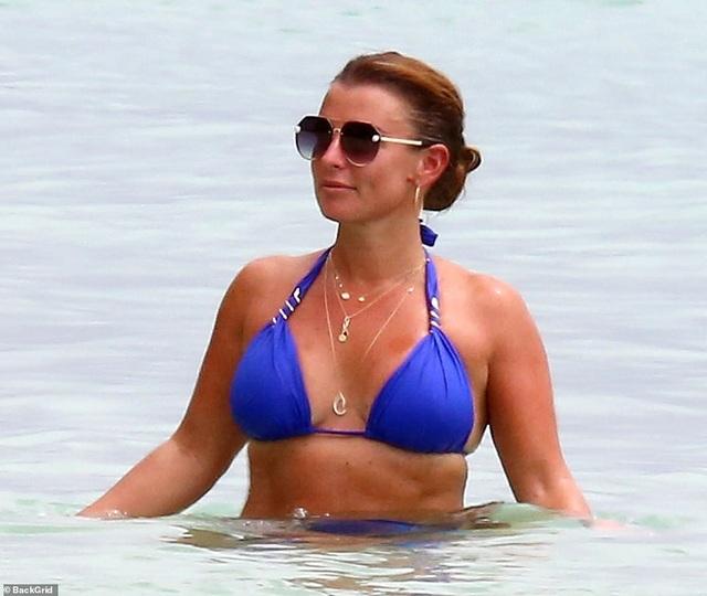 Coleen Rooney diện bikini khoe dáng tròn trịa - 4