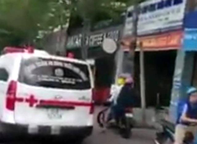 Gặp tai nạn ngay gần phòng khám đa khoa nhưng không được cứu giúp - 2