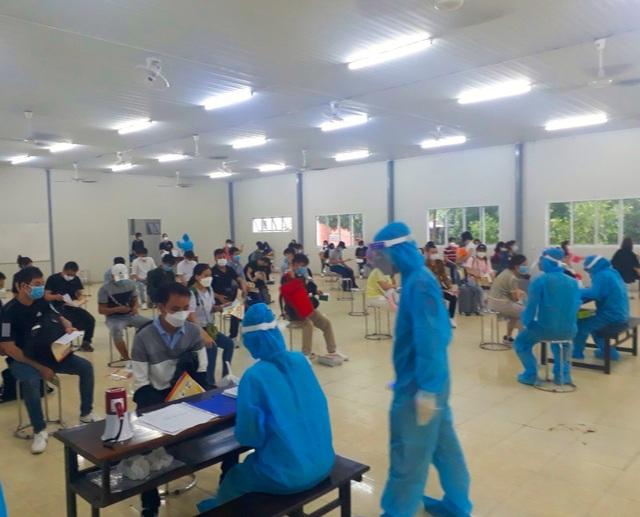 Đón 343 công dân Việt Nam trở về từ Hàn Quốc - 3