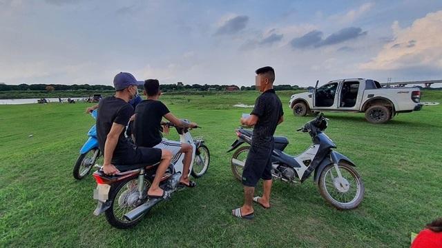 """Vụ dân nói có """"BOT lạ"""" ở bãi sông Hồng: Quận Long Biên yêu cầu báo cáo - 3"""