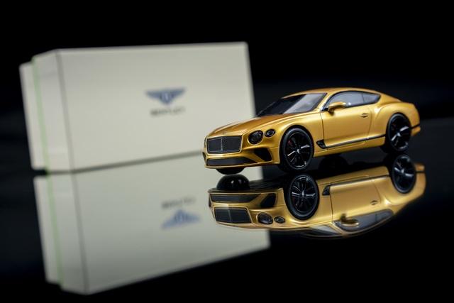 Cận cảnh chiếc xe Bentley mô hình 1:8 làm lâu công hơn cả ô tô thật - 3