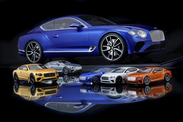 Cận cảnh chiếc xe Bentley mô hình 1:8 làm lâu công hơn cả ô tô thật - 1