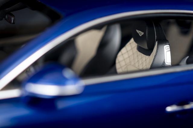 Cận cảnh chiếc xe Bentley mô hình 1:8 làm lâu công hơn cả ô tô thật - 2