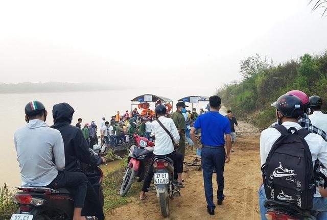 Cảnh sát Giao thông có mặt từ 5h sáng đưa 200 thí sinh qua sông đi thi - 5
