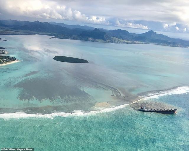 4.000 tấn dầu tràn ra biển, thảm họa sinh thái đe dọa quốc đảo thiên đường - 1