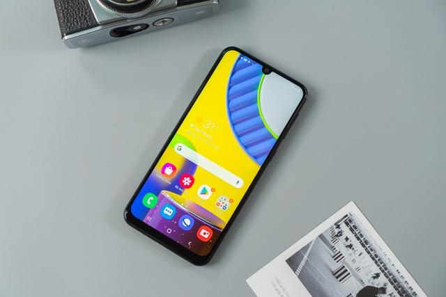 Bộ ba smartphone Samsung giá rẻ đáng sở hữu tại FPT Shop - 1