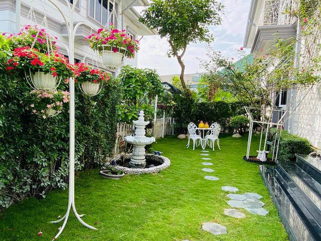 """Căn biệt thự có khu vườn """"hoa nở suốt 4 mùa"""" đẹp tuyệt ở Sài Gòn - 8"""