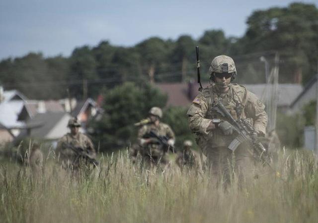 Mỹ lý giải việc đưa quân đến sát biên giới Nga - 1