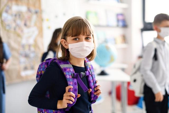 Hơn 97.000 trẻ ở Mỹ mắc Covid-19 chỉ trong 2 tuần - 1
