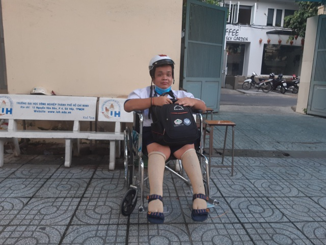 Kỳ thi tốt nghiệp THPT đáng nhớ của sĩ tử ngồi xe lăn giàu đam mê - 4