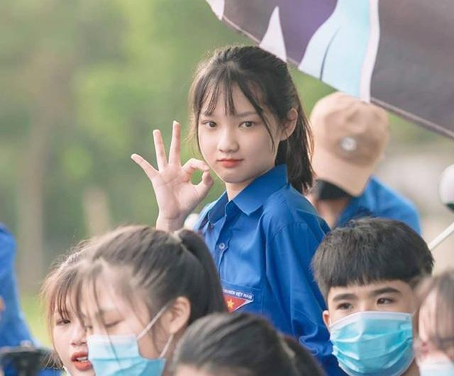 Nữ tình nguyện viên phố núi gây thương nhớ trong kỳ thi tốt nghiệp THPT - 2