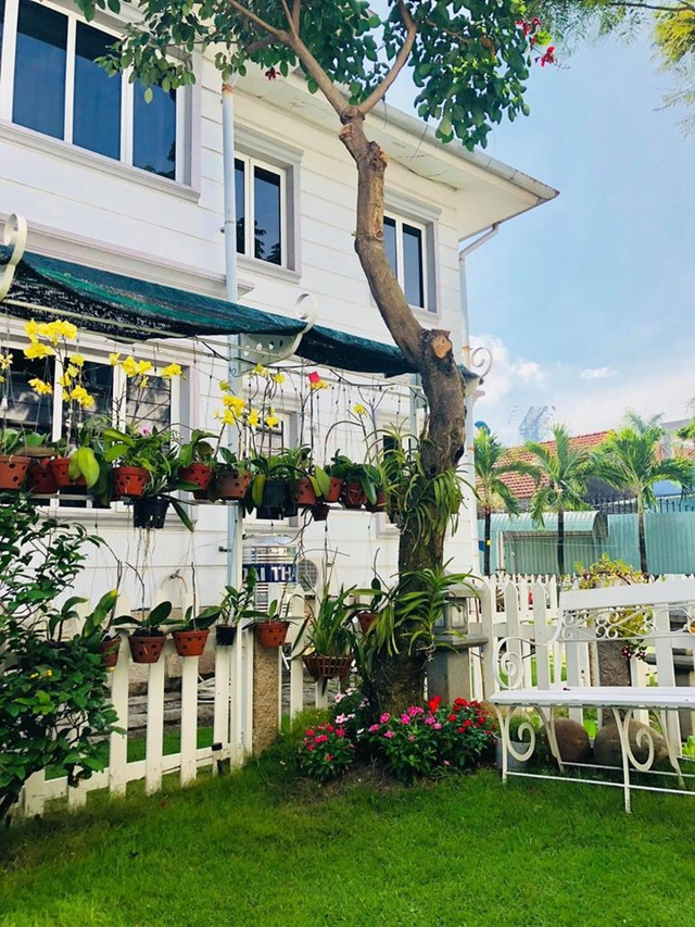 """Căn biệt thự có khu vườn """"hoa nở suốt 4 mùa"""" đẹp tuyệt ở Sài Gòn - 5"""