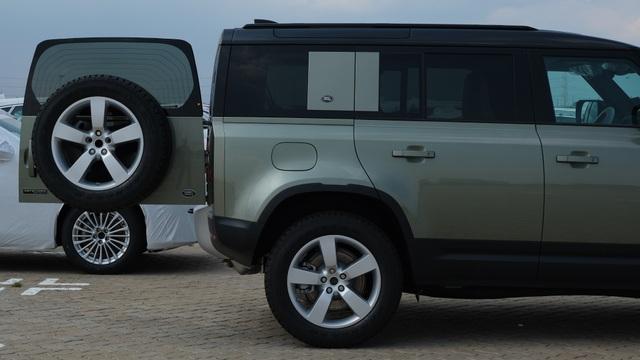 Land Rover Defender thế hệ mới xuất hiện tại Việt Nam - 4