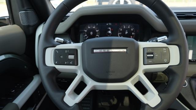 Land Rover Defender thế hệ mới xuất hiện tại Việt Nam - 8