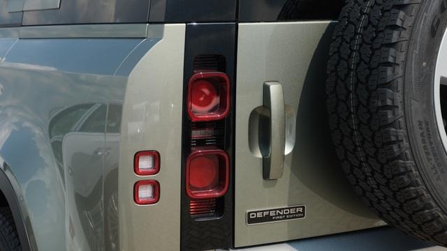 Land Rover Defender thế hệ mới xuất hiện tại Việt Nam - 3