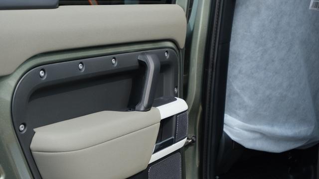 Land Rover Defender thế hệ mới xuất hiện tại Việt Nam - 15