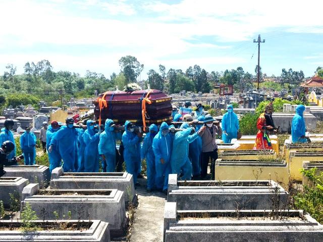Nghẹn ngào hình ảnh đám tang vùng dịch - 7