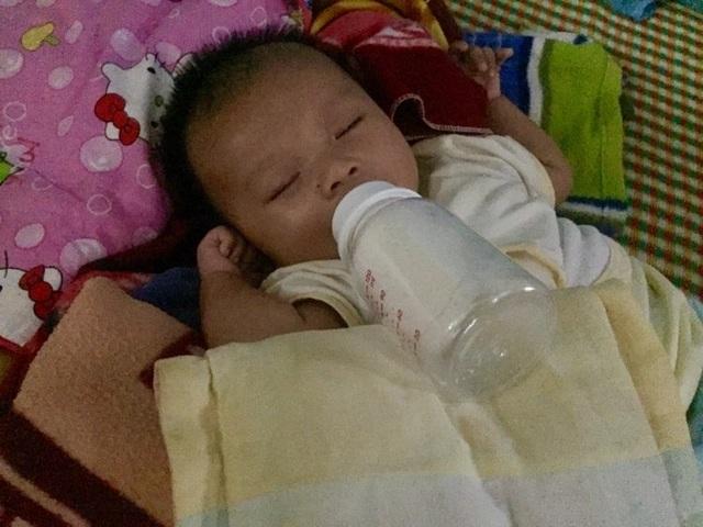 Hơn 290 triệu đồng của bạn đọc đến với em bé khát sữa bên người mẹ hóa điên - 3